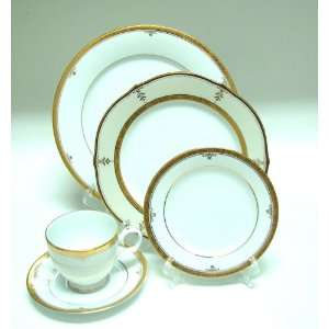 Noritake Fine China BUCKINGHAM GOLD #4346 5 PIECE PLACE