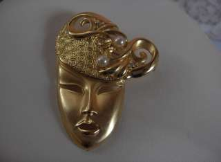 Up for sale are 6 beautiful vintage gold tone pins, which include