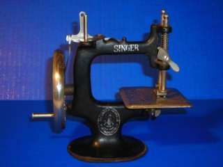 Vintage Antique Singer #20 Toy Sewing Machine Cast Iron Hand Operated