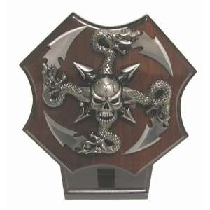 United Cutlery Skull/Serpent Star on Display  Sports